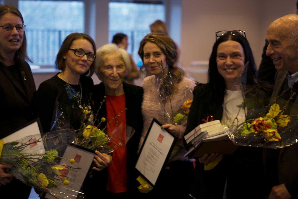 Från vänster: Helen Persson, Linda Näslund, Hédi Fried, Malin Mattsson Flennegård, Marie Sterling och Gerald Nagler.