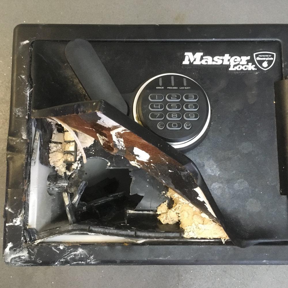 20181022-dumped-safe-sxp201810180281-sq.jpg