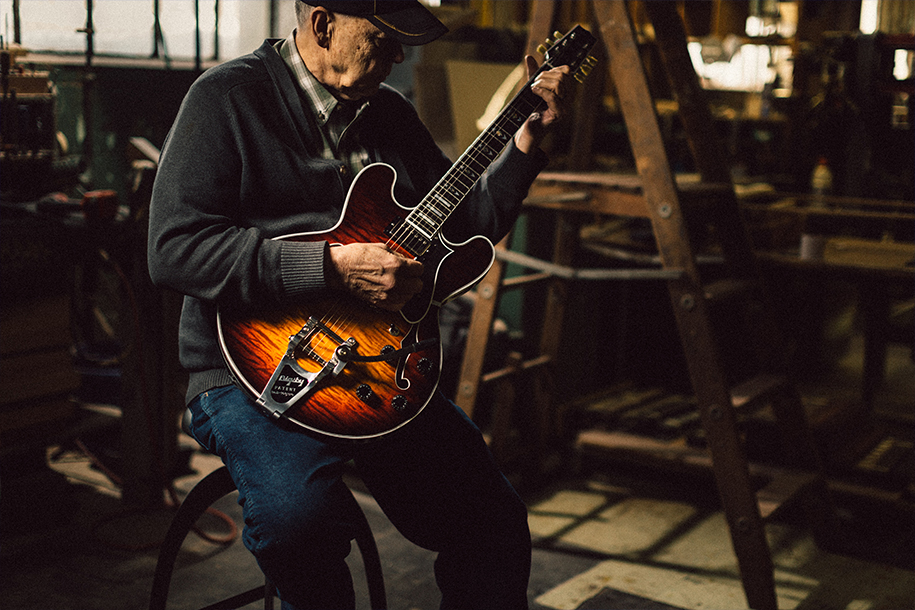 RENDAL WALL - [ 2:00PM - 2:30PM ]Rendal is a legend at 225 Parsons Street. Rendal worked for Gibson for over 20 years and has been with Heritage for the past 32 years.His father starred in the long running television series