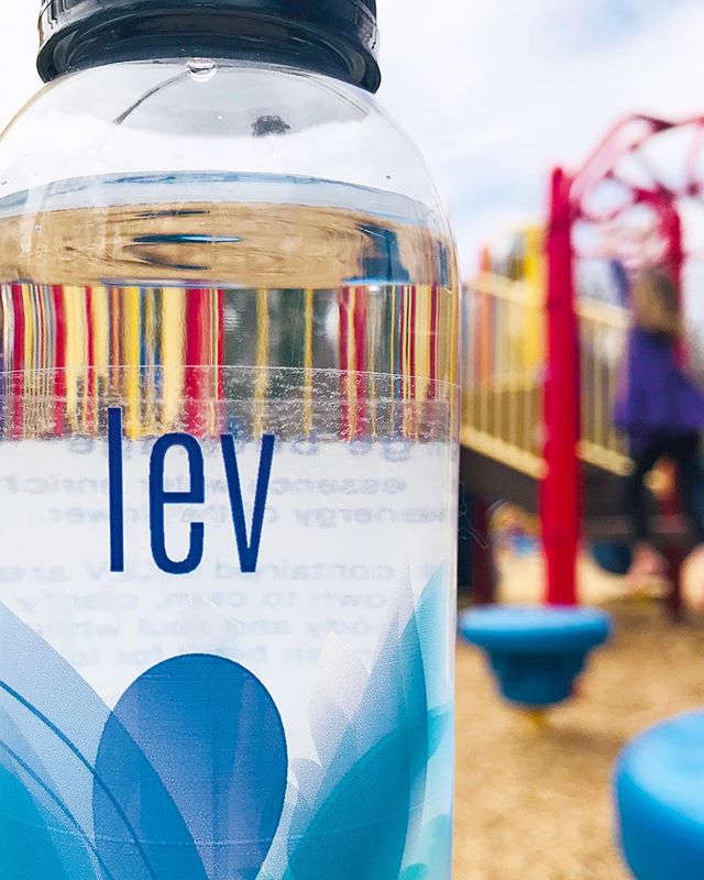 Get outside and play in the ☀️ and remember to hydrate with LEV! #LEVlife #levridgebeverage #raleighmade #drinklocal #floweressences #healthylife #mindandbodybalance #RaleighParks