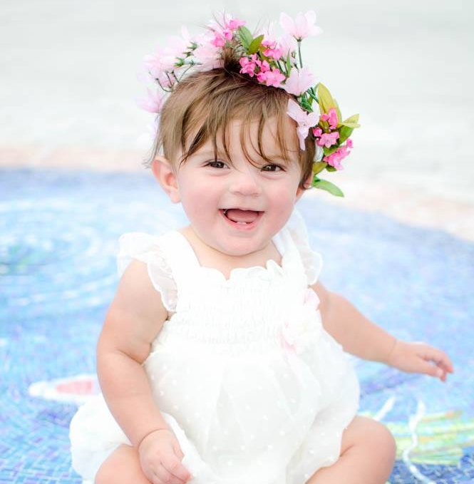 Alicia ★★★★★ - She captured our 6 month old perfectly!She made her feel so comfortable and we had so much fun!Her photos came out beautifully!