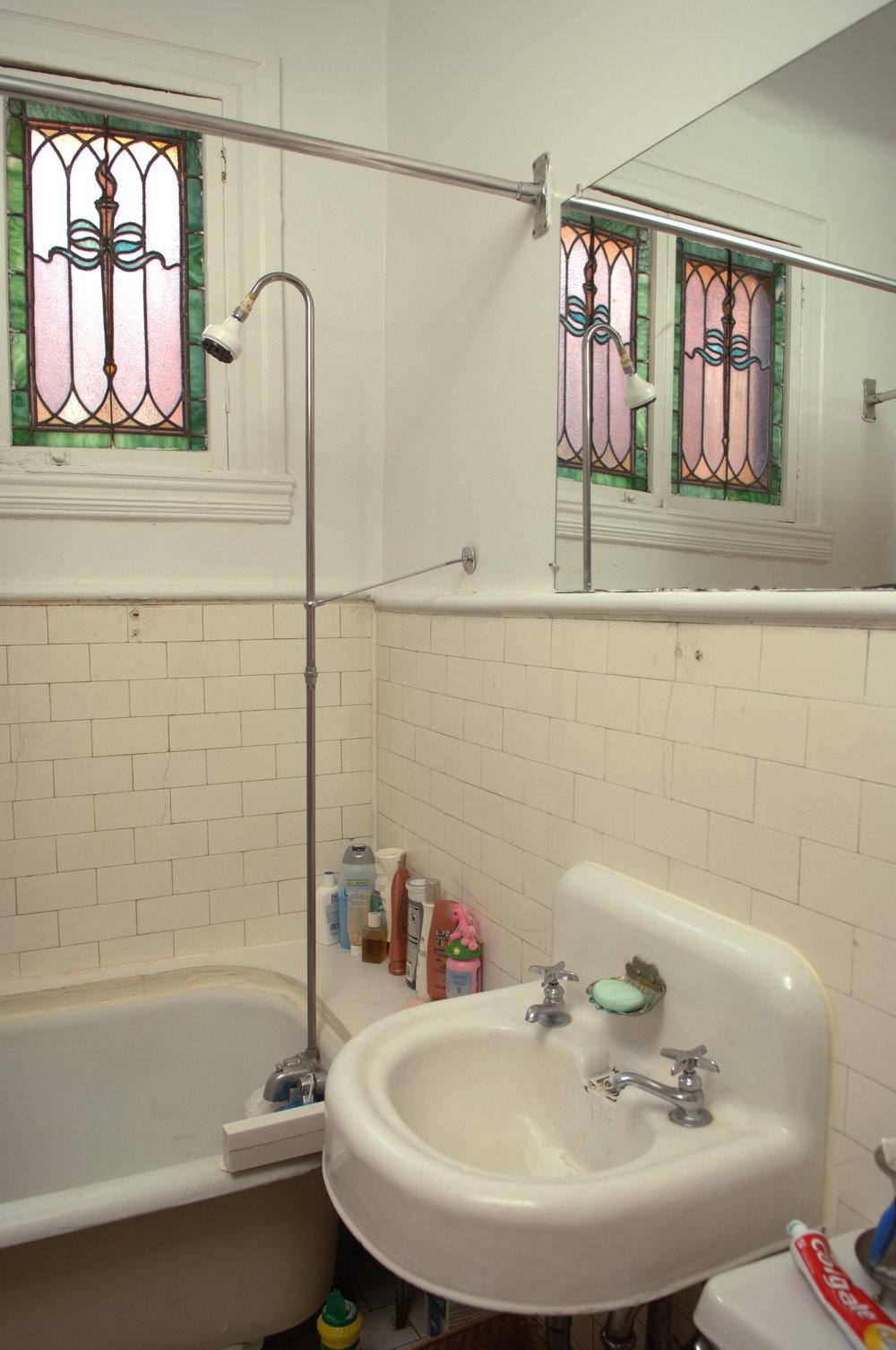 222 full bath 2.jpg