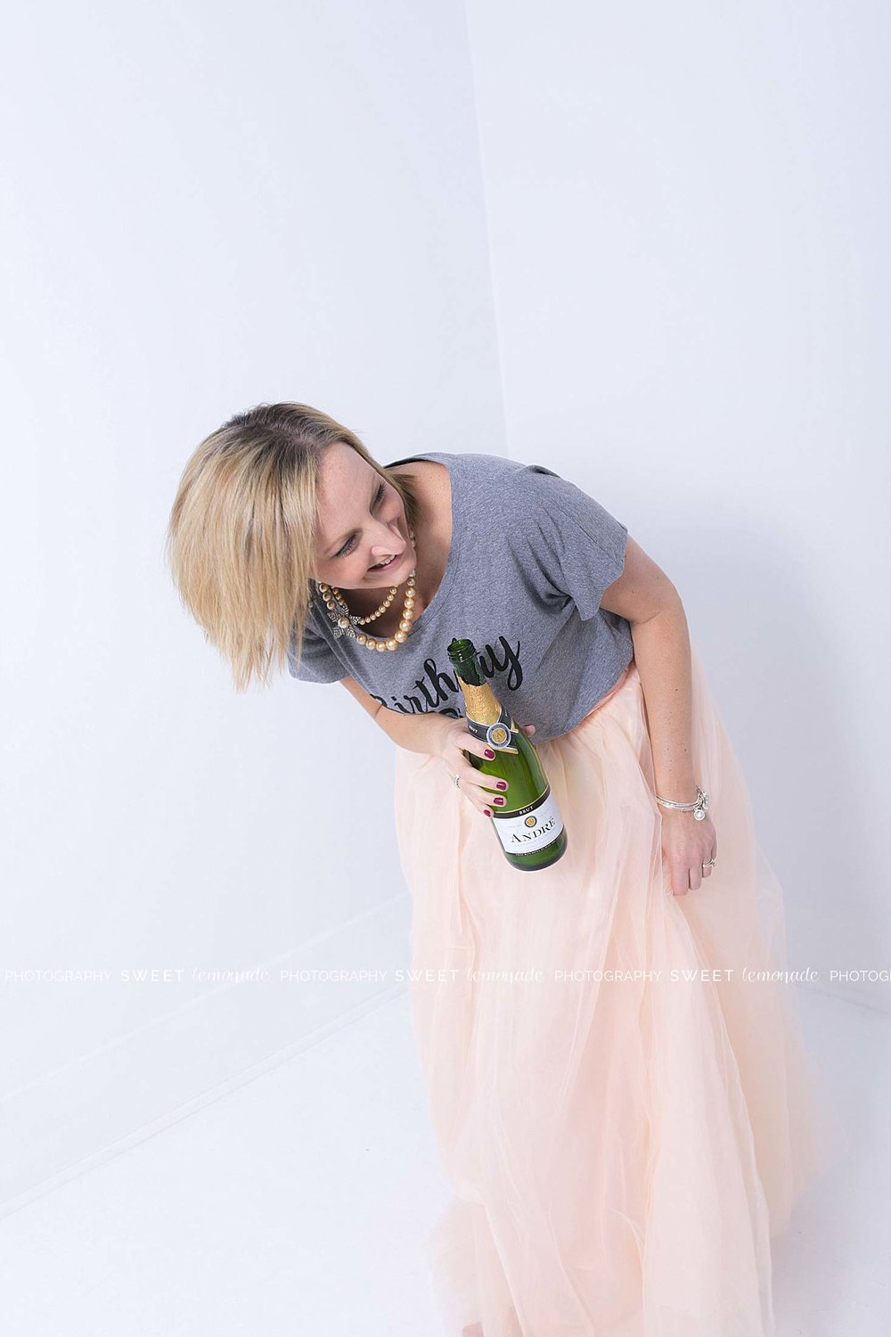 adult-girlfriends-best-friends-cake-smash-pictures-kate-spade-fondant-champagne-wine_1926.jpg