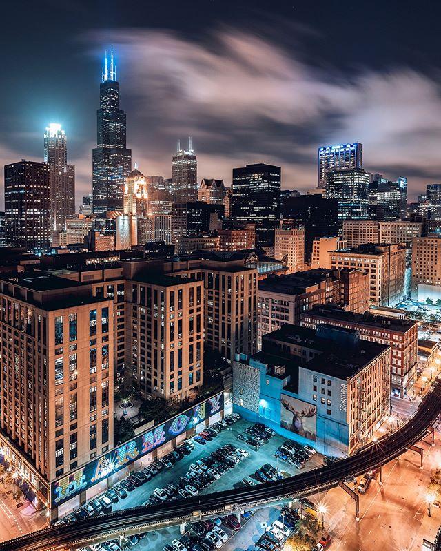 Chicago is EASILY one of the most beautiful 🌃 at night....heck what am I talking about....it's always beautiful! Wouldn't you agree?👌🏼 . . . . . #chi_shooters #artofchi #nightphotography #longexpoelite #longexposhots #nightowlz #sonyalpha #bealpha #streets_vision #createcommune #eclectic_shotz #onlinechicago #breakthroughphotography #streetgrammers #citykillerz #shotzdelight #ourstreetdays #urbanandstreet #urbanaisle #photooftheday #way2ill #killaframez #ourmoodydays #streetmobs #chicago #sonyphotogallery #artofvisuals #rawurbanshots #sonya7iii #milliondollarvisuals