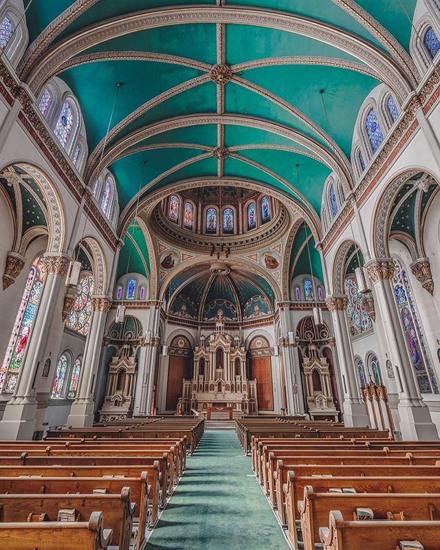 🚨SWIPE FOR BTS🚨 . . This church was and is easily the most beautiful abandoned church I've ever seen! The moment I saw it, my jaw dropped. For those that have seen it know what I mean! She is a pure beauty. It's a shame something so beautiful is just sitting to decay. On a bright note, it makes for some pretty sick photos! Am I right? 🤣👌🏼