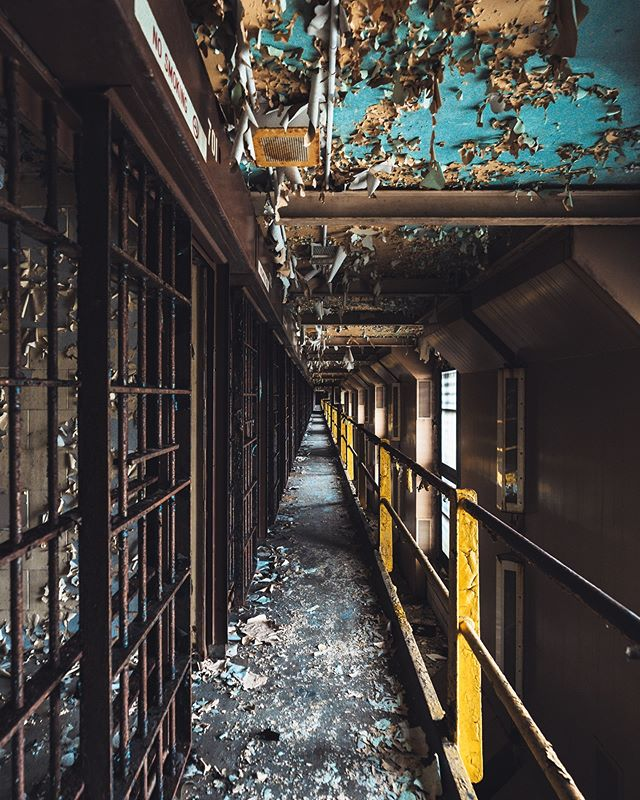 I'm a sucker for lines, grime, and colors! I think this shot pretty much sums up my favorite types of shots....besides street! What's your favorite type of photography? . . . . . #abandonig #abandonedplaces #abandonedafterdark #abandonedcentral #abandonedearth #allabandoned #savethedecay #abanonded_places #renegade_abandoned #bandorebelz #abandonedworld #urbex_kings #abandonedphotography #abandonedbuildings #sombrexplore #sombresociety #thedarkpr0ject #kings_abandoned #ig_urbex #abandoned #illgrammers #ourmoodydays #sonyalpha #bealpha  #sonyphotogallery #weekly_feature #gearednomad #fatalframes #sonyimages #nevestopexploring