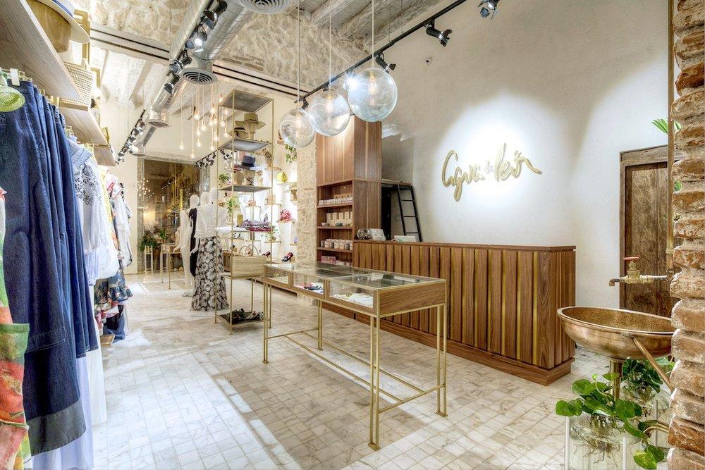 La tienda desde la parte de atrás, foto de Sebastian Franco.