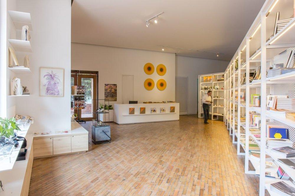 La nueva tienda de souvenirs recibió una nueva imagen en paralelo con la renovación arquitecónica. Foto de Sebastián Cruz.