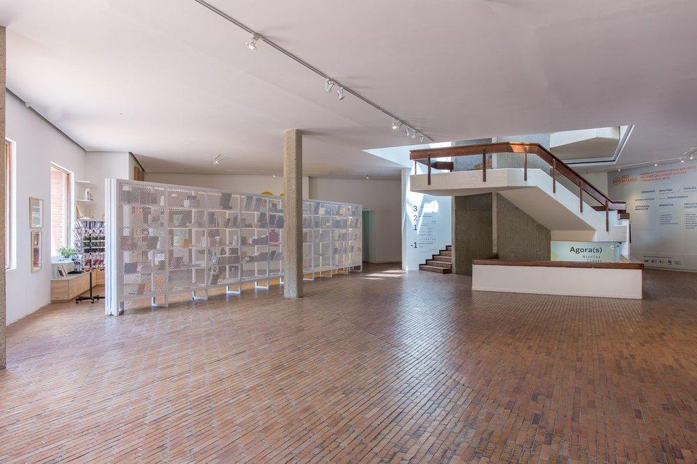El nuevo lobby deja espacio para exhibir instalaciones de arte de grandes formatos.Foto de Sebastián Cruz.