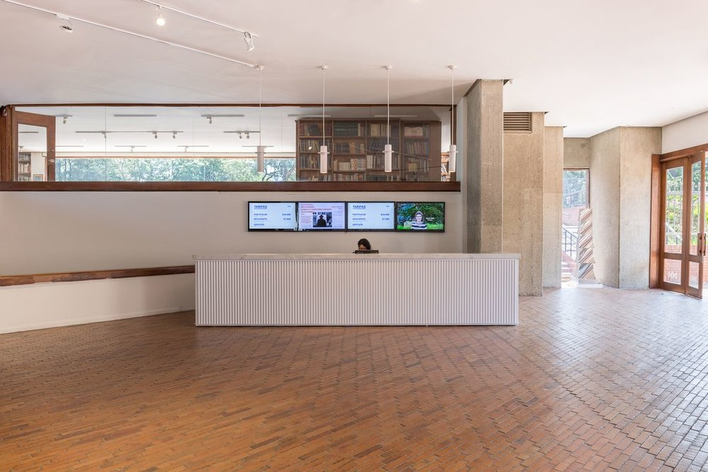 - Tras la salida de su curadora general, Gloria Zea, quien presidió el Museo de Arte Moderno de Bogotá (MamBo) durante los últimos 47 años, el museo ha hecho algunos cambios, entre éstos la renovación de su fachada.