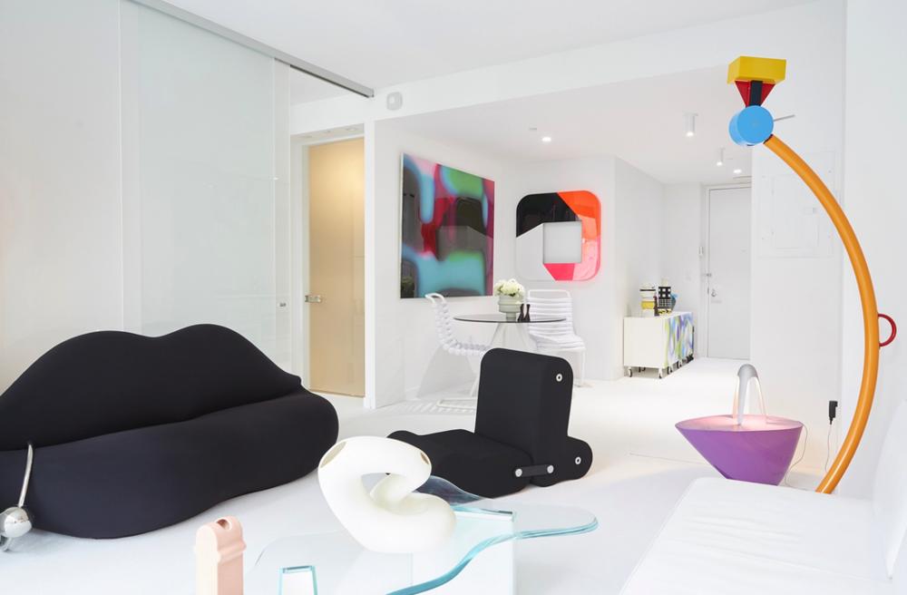 Karim Rashid 540, un apartamento de dos alcobas en Manhattan.
