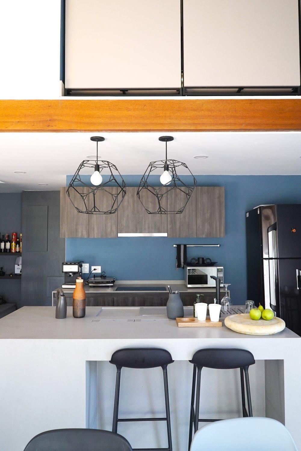 El protagonista de la cocina es el Smart Countertop by Corian, que cuenta con un escurridor de platos integrado y mesa corrediza.