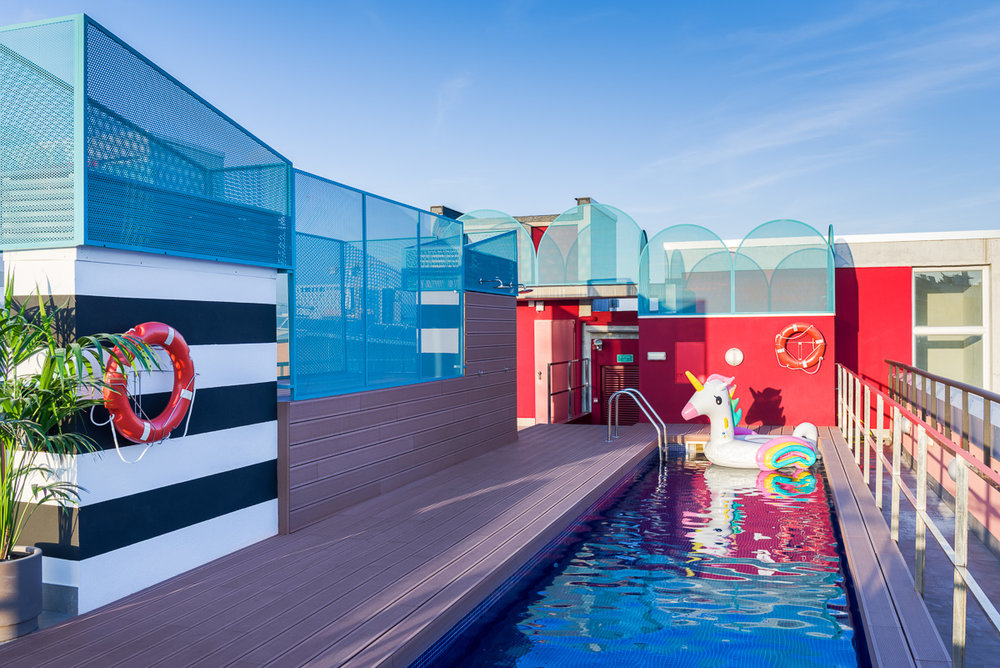 La piscina del campus Marina en Barcelona.