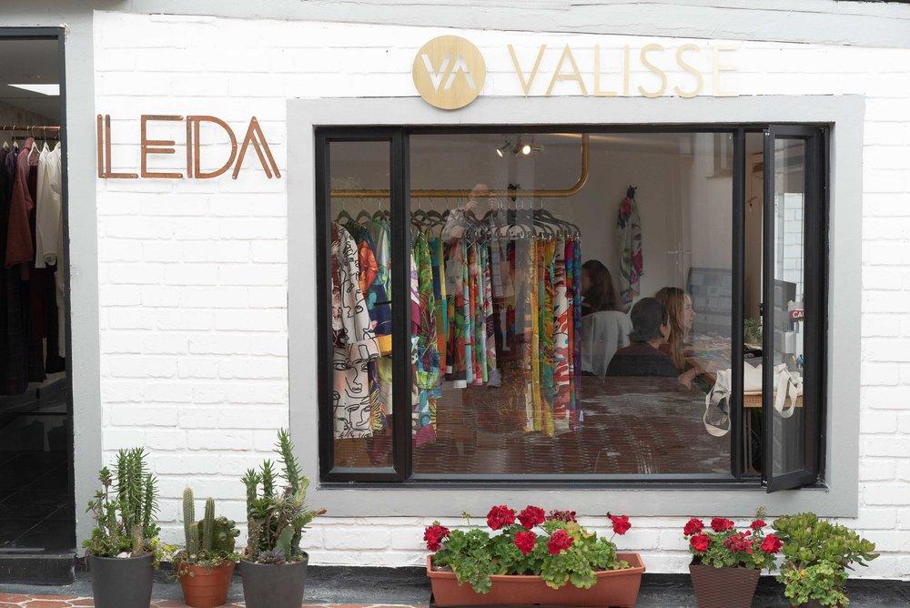 El atelier/ showroom conjunto de las marcas  Leda  y  Valisse , ubicados en el segundo piso de Casa Santamaría.