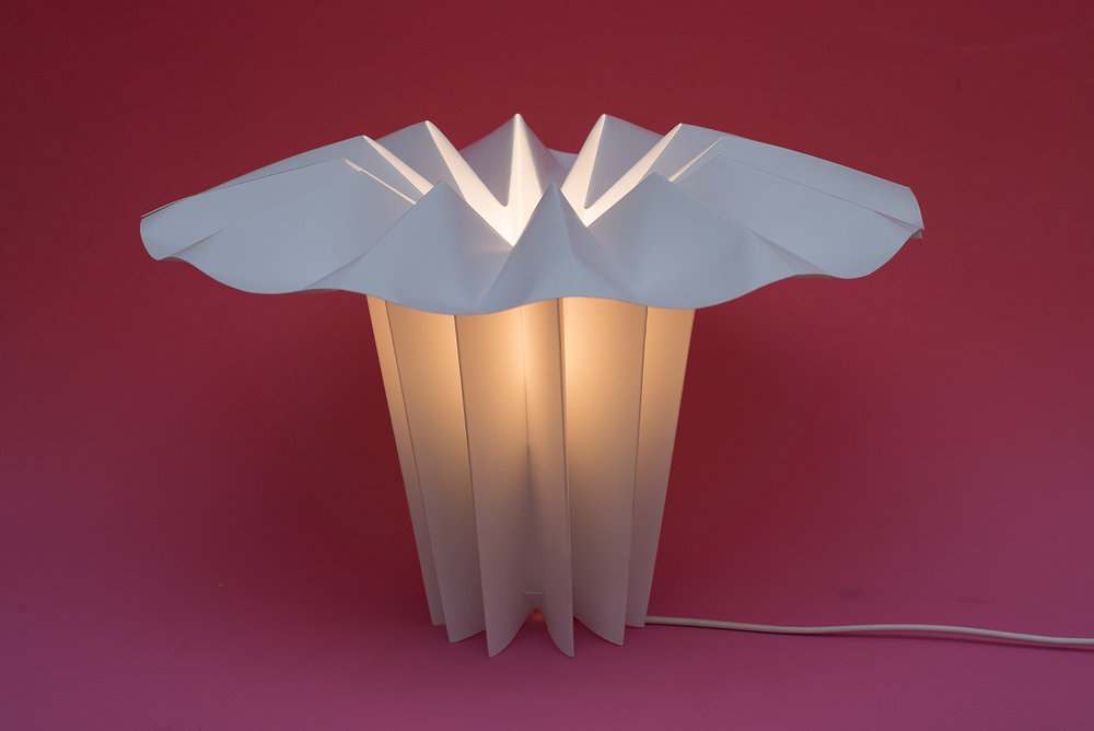 The Hana Copihue lamp is inspired by the copihue, the national flower of Chile, popularly known as the Chilean bellflower and identified by its bell-like form.
