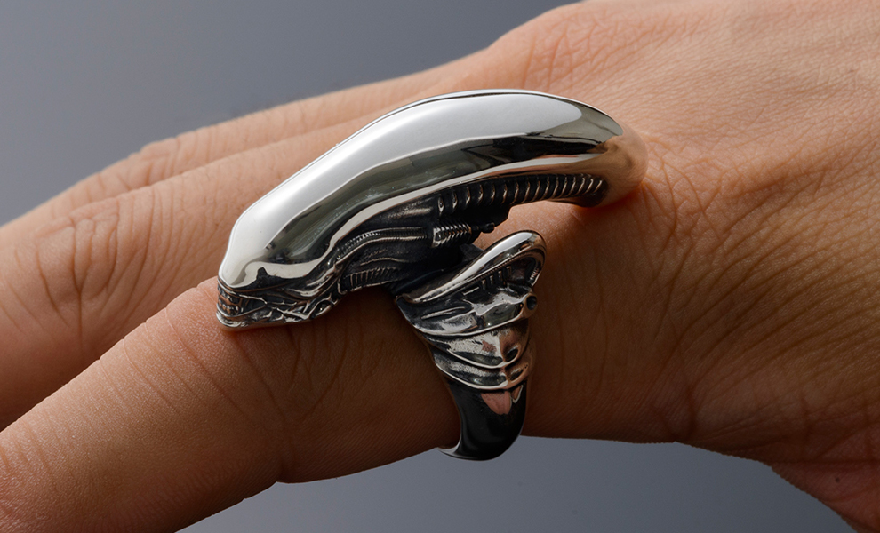 alien-big-chap-silver-ring-torch-torch-feature-903556.jpg