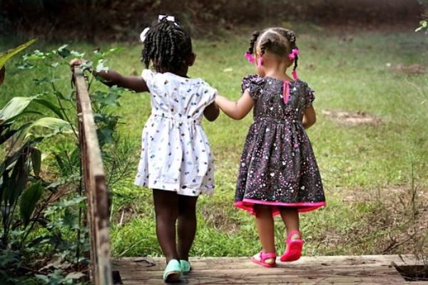 girls-462072-340_orig.jpg