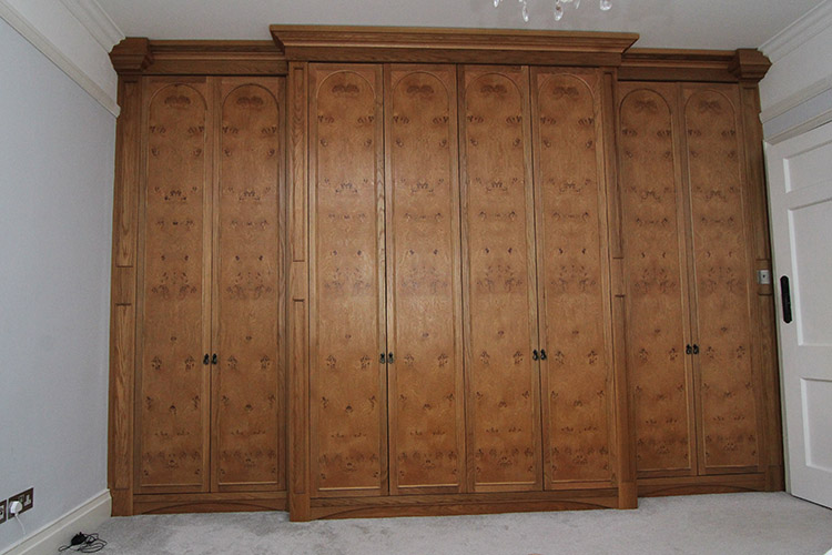 Wardrobe in pippy oak