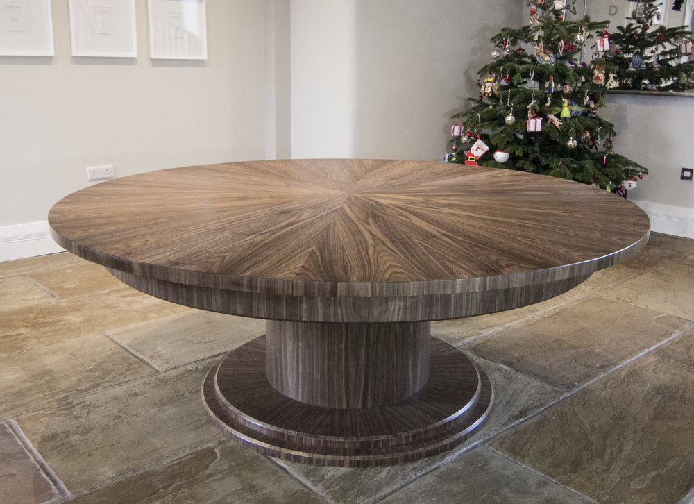 Walnut table 2000 - 2700mm 01.jpg