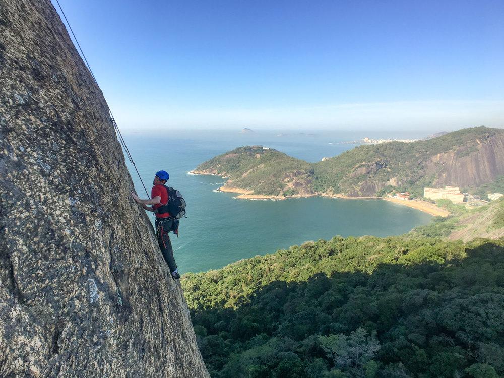 Escalada guiada no Pão de Açúcar, via Italianos com Secundo, Rio de Janeiro