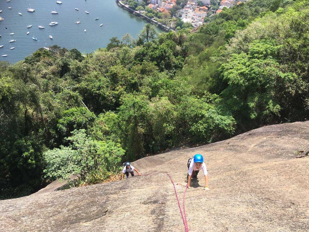 Escalada guiada no Morro da Urca, via Augusto Ruschi, Rio de Janeiro
