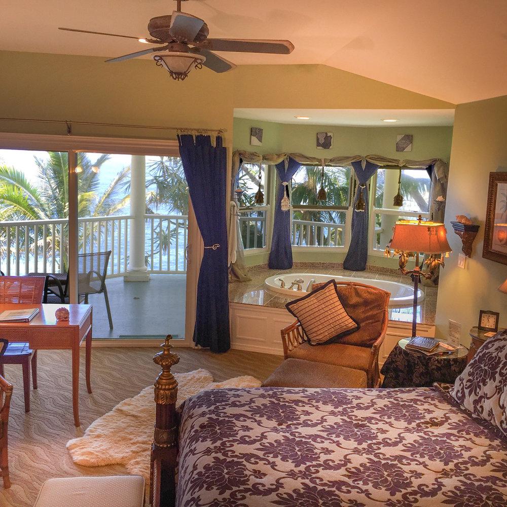 The Hawaiian VIews Suite at The Palms Cliff House Inn, Honomu, Hawaii (13 of 31).jpg
