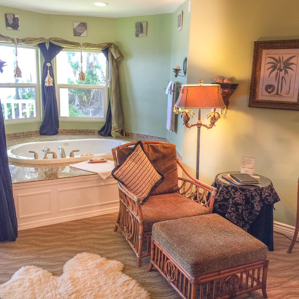 The Hawaiian VIews Suite at The Palms Cliff House Inn, Honomu, Hawaii (19 of 31).jpg