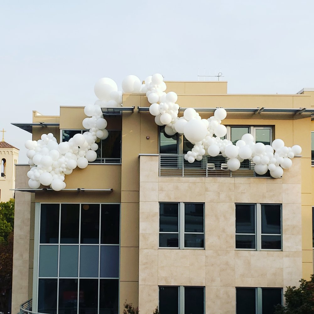 Palo Alto Balloon Installation - Balloons On Building - Zim Balloons.jpg