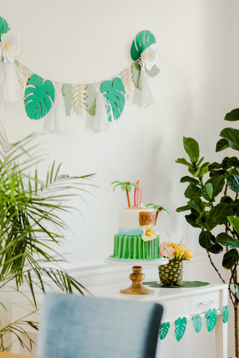 Tropical luau party decor