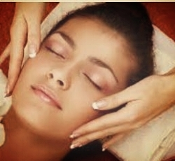 TRU SIGNATURE FACIAL   Tru Signature Facial addresses issues such as skin congestion, lack of radiance, skin sensitivity, hydration, and hyper-pigmentation. Facial includes deep pore cleansing, exfoliation, botanical steam, extractions, customized mask, serums and moisturizers as well as a neck, and shoulder massage.   60 Min $95