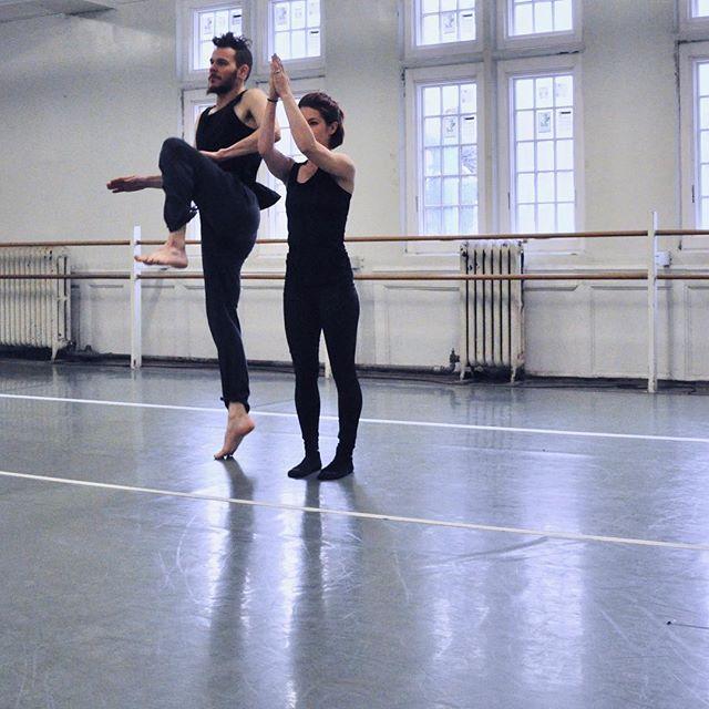 Freeze! . . . #artisdance #professionaldancer #chicago #chicagoart #chicagodance #ballet #balletdance #moderndance #contemporarydance #dancer #cuba #cubandance #choreographers #choreography #dancers ##instadancers #lovedance#danceislife #dancestudio