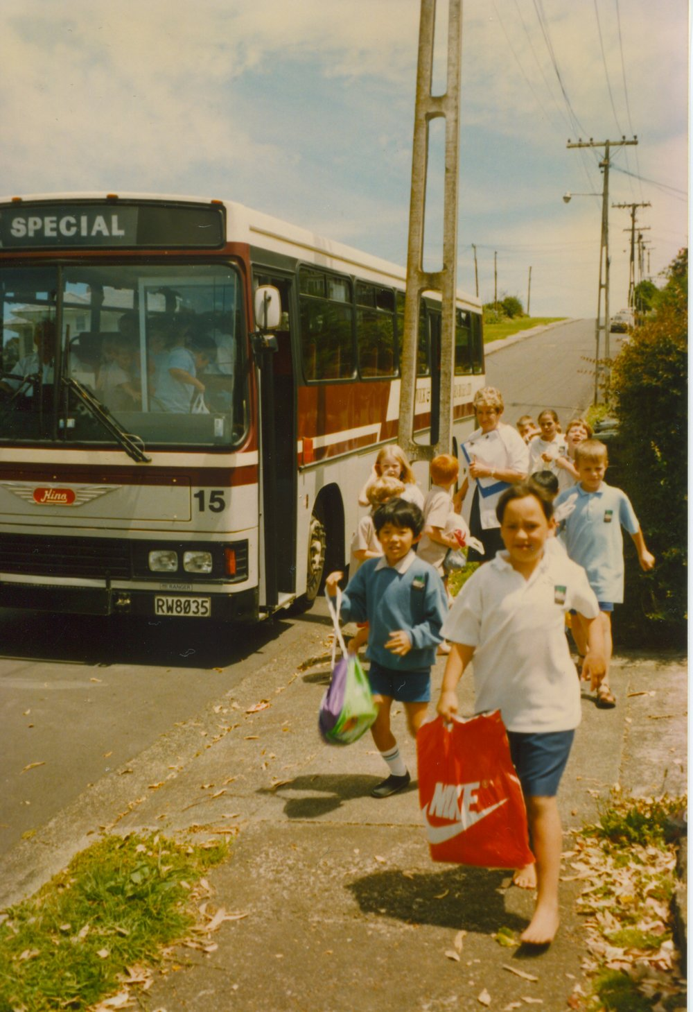 Schools kids running from their bus to the Panmure Lagoon Pools. Image credit: Panmure Lagoon Pools. Late 80s/90s.
