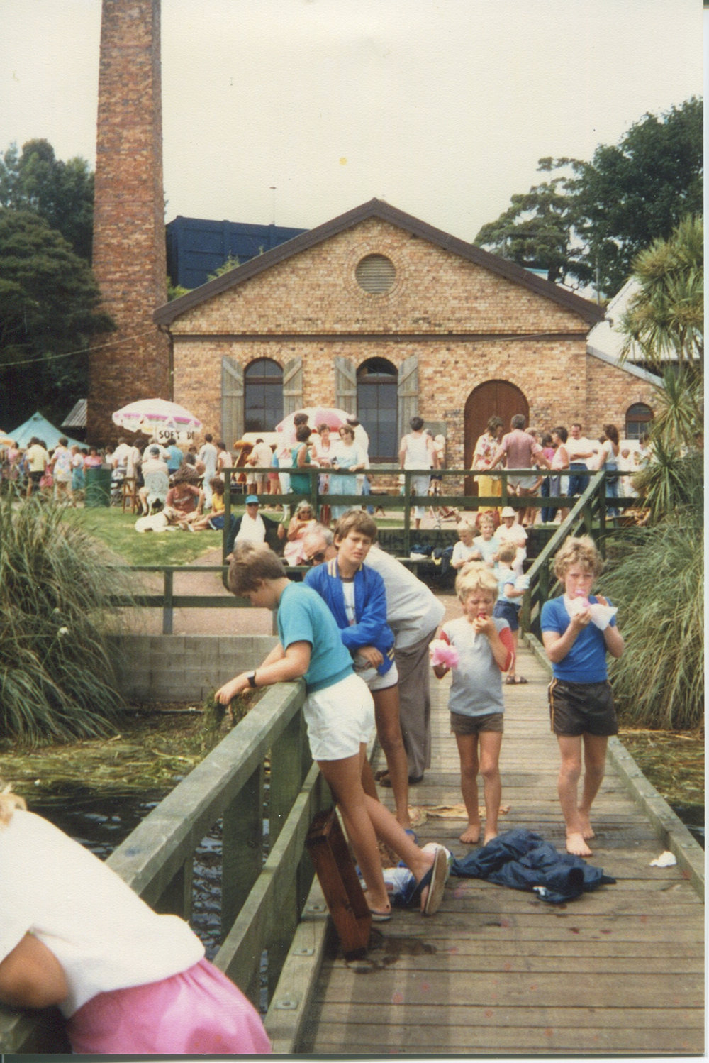 Annual picnic fundraiser at the Takapuna Lakehouse. Image credit: Mags Delaney. 1986.