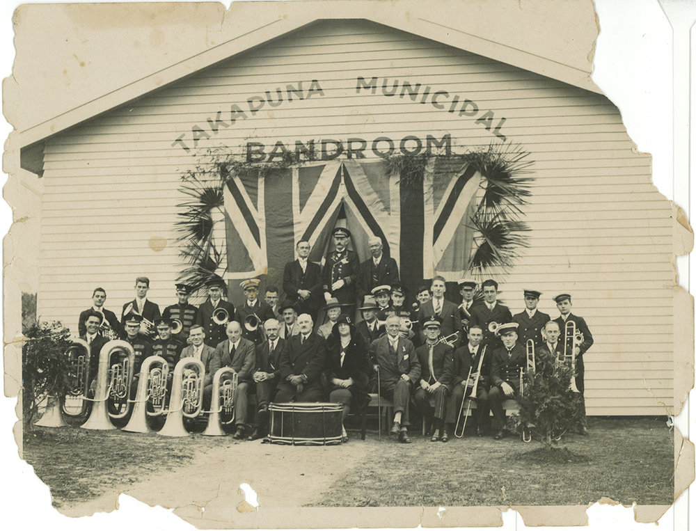 Takapuna Municipal Band in front of band rooms in Takapuna. Image credit: Allen Hookway. 1930.