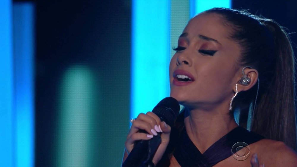 Ariana-Grande-performs-Just-a-Little-Bit-of-Your-Heart-at-Grammy-Awards-2015.jpg
