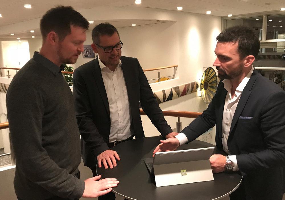 Fra venstre mod højre: Søren Dahlgaard, Co-founder og Chief AI Officer, SupWiz - Jens Maagøe, Chief Technology Officer, NNIT - Søren Ahrensberg, Centerchef, Københavns Kommune.