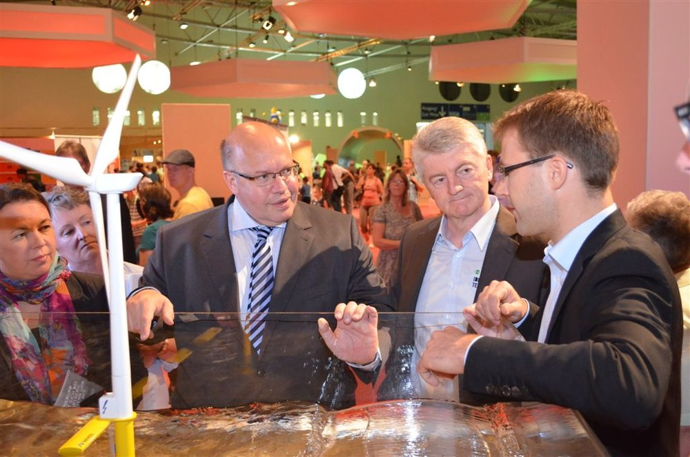 - Enormously interested, the Federal Environment Minister Peter Altmaier has been introduced to the NEMOS technology. Together with the Executive Chairman of Thyssen Krupp AG, Dr.-Ing. Heinrich Hiesinger, he visited the NEMOS demonstration model during the exhibition