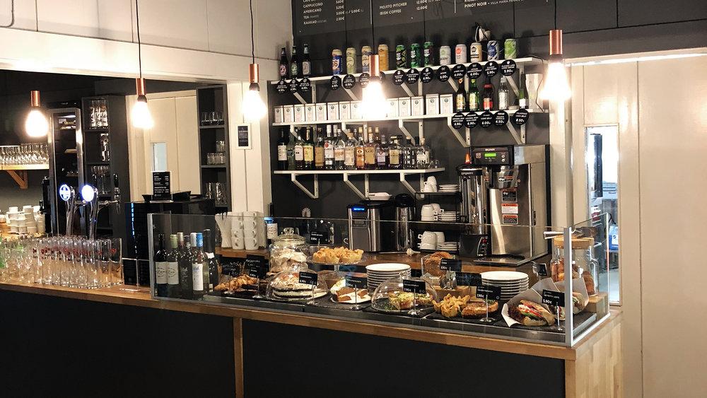 Cafe Monami - Kahvila-sali 1