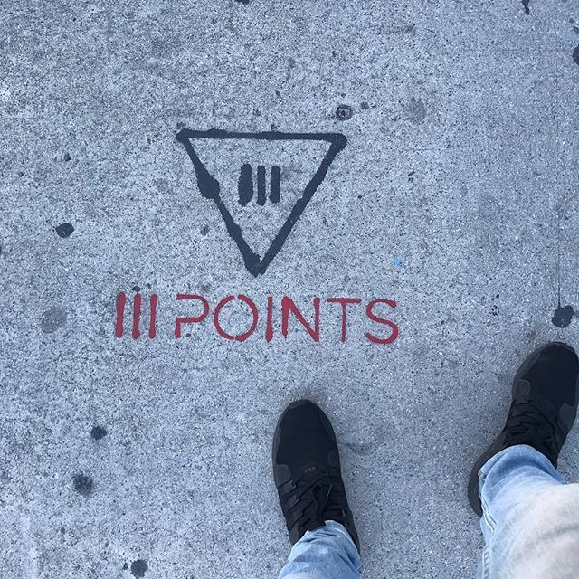 Took a stroll through wynwood and found this: street art. Or is it sidewalk art? Good question. All we know is that we'll be at @iiipoints‼️