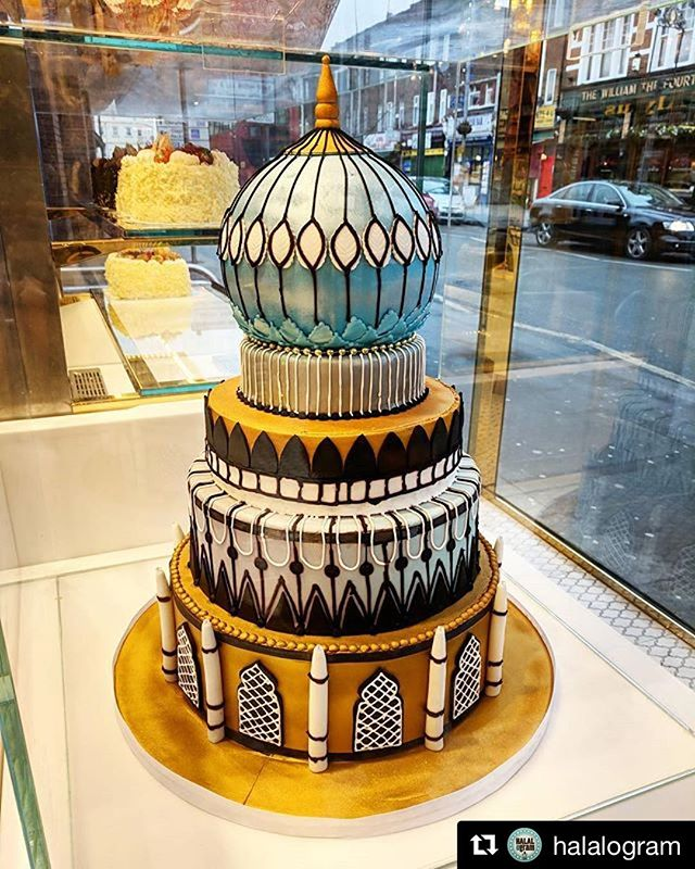 Display Cake at our #Leyton branch. We can make any cake to order at #Nirala! #cake#bespokecakes#weddingcake#art#architecture#mughal#designercakes#celebrationcake#mithai#niralasweets#foodporn#pastry#patisserie#beautiful#shop#london#manchester#southall#repost#wilmslowroad#hounslow#ilford#essex#tooting#pakistan#turkey#history#handmade