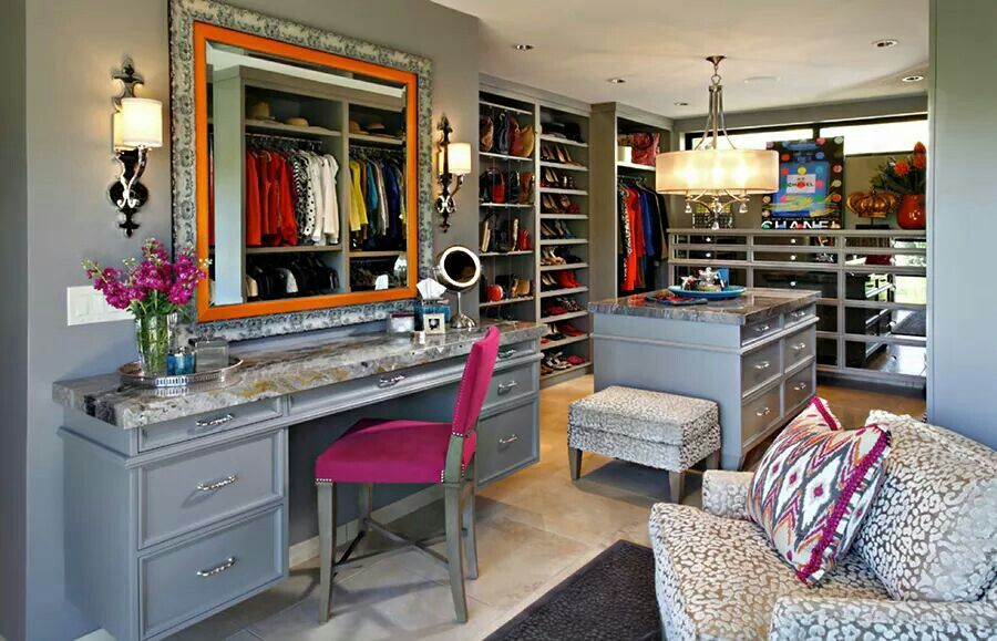 Seriously, Who wouldn't want a closet like this! Pretty High Style.