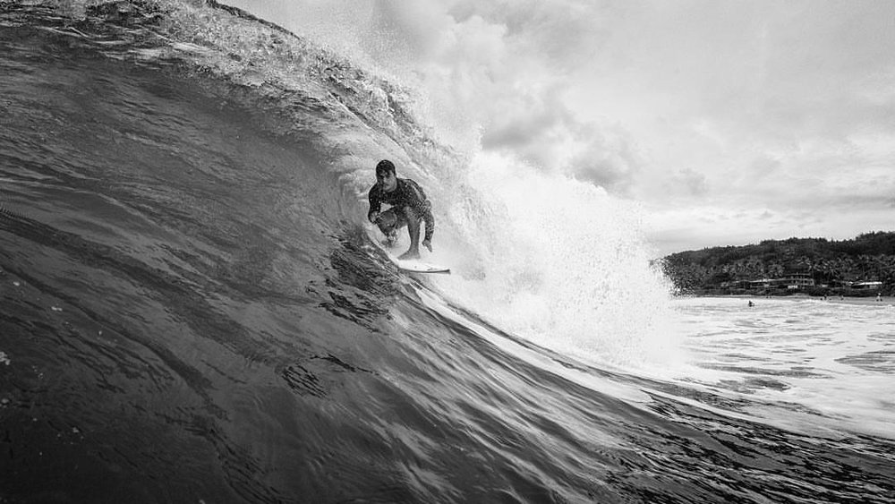 The stars are getting aligned. Just a bit more 🌞 #backdoor #northshore #surfing #oahu #waterman #surfersjournal #surferphotos #blackandwhite #nikon