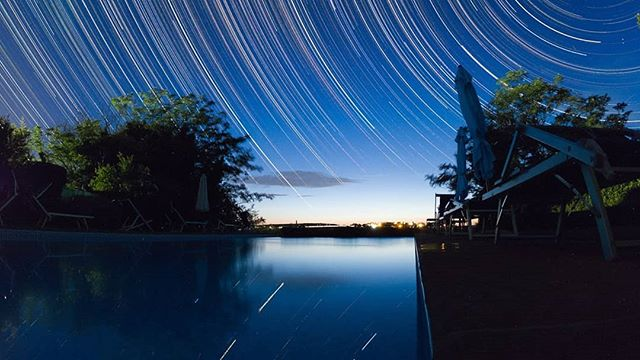 #nightsky over #umbria #nightphotography #startrails #gopro #goprohero6 #night #pool #nightscaper #exif 15mm f/2.8 iso800 30 sec exposure 900 stacked images. #nightshooters #nightshoot #nightshooterz #nichtscaper