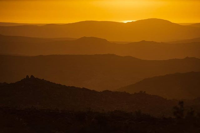 After seeing the other side of #southafrica we drove up the west cape of SA to #namaqualand famous for it's flower season. We missed the flowes but we did manage to capture the last light over the rollings hills to the sea. Stunning #landscape. #sunset #landscapephotography #nikonnl #D850 #lightporn #interimiczuidafrika
