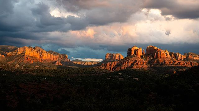 On my trip to the US last month managed to extend my stay with two days in Sedona, AZ. This is Red Rock State Park. It has a lot of stunning views but all I got was rain. I guess perseverance paid off as the clouds broke near sunset on my last day. #sunset #landscape #cloudporn #sedona #redrockstatepark #landscapephotography #composite #compositephotography