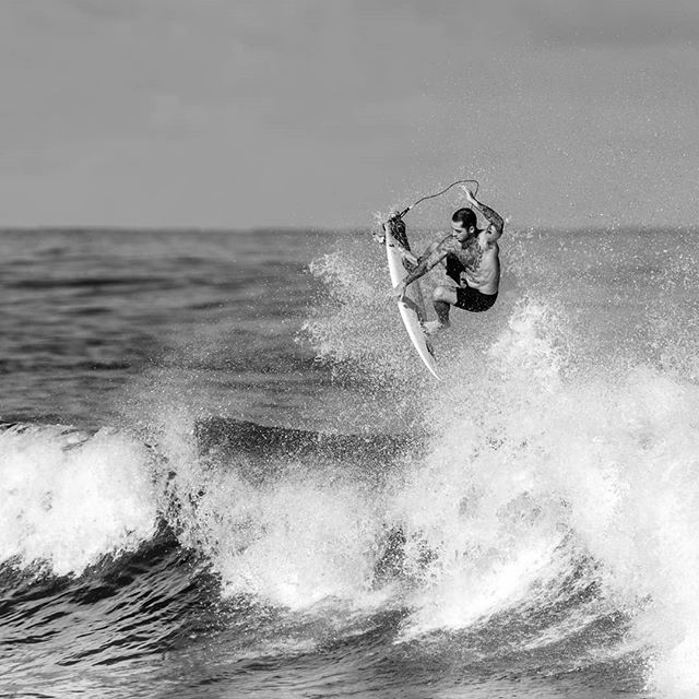 North shore beach life @billykemper #flying . . . #surf #surferphotos #surfer #beachlife #northshore #hawaii