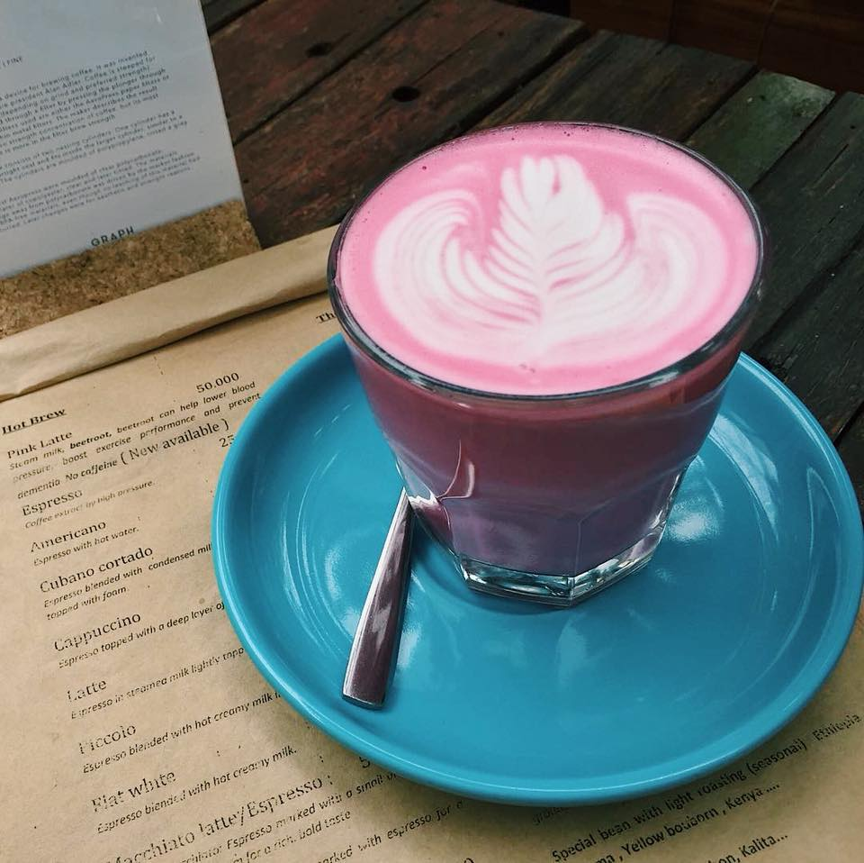 pink latte - Steam milk, beetroot, beetroot can help lower blood pressure, boost exercise performance and prevent dementia. No caffeine