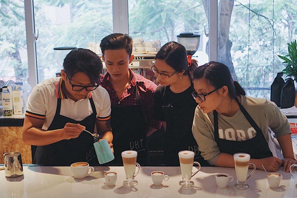 Barista Trung Phan - -Chứng chỉ Barista chuyên nghiệp bởi công ty Astoria 2013-- Kinh nghiệm quản lý, trainning và set up hệ thống quán cà phê Ý tại miền trung.