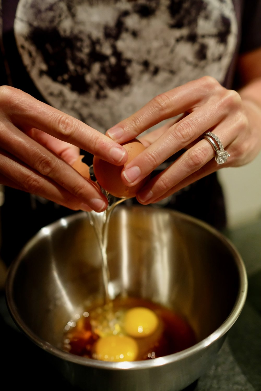 Combine the eggs, vanilla and maple syrup in a small bowl