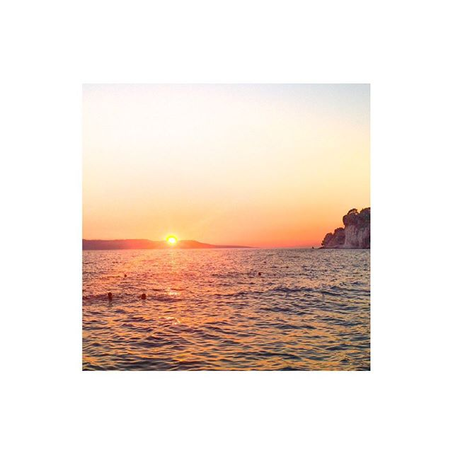 """Never go too long without watching a sunset."" - Atticus #weekendvibes #ljetoincroatia #makarska #croatiasunset #sunsetview"